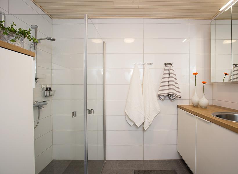 Pienen kylpyhuoneen neliöt tehokäytössä