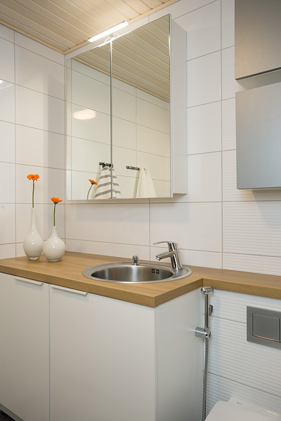 Seinä-wc ja integroitu pyykinpesukone