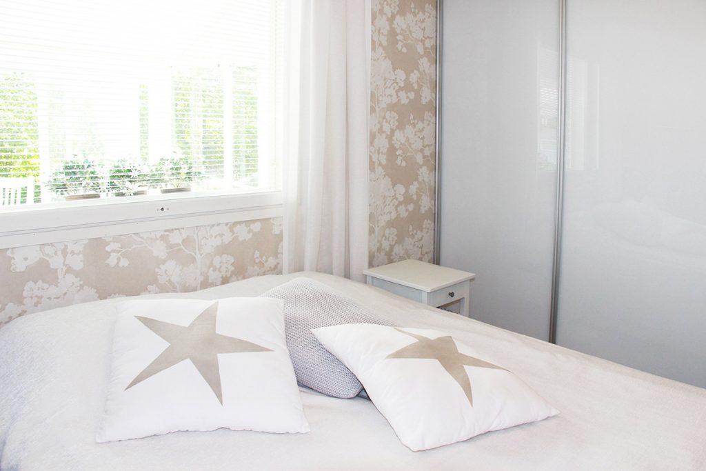 Rauhalliset sävyt sopivat makuuhuoneeseen