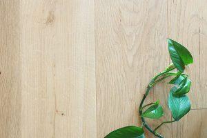 Leveä tammi lankkuparketti on upea lattian pintamateriaali