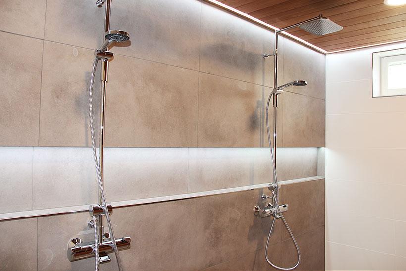 Kylpyhuoneen epäsuora led-valaistus