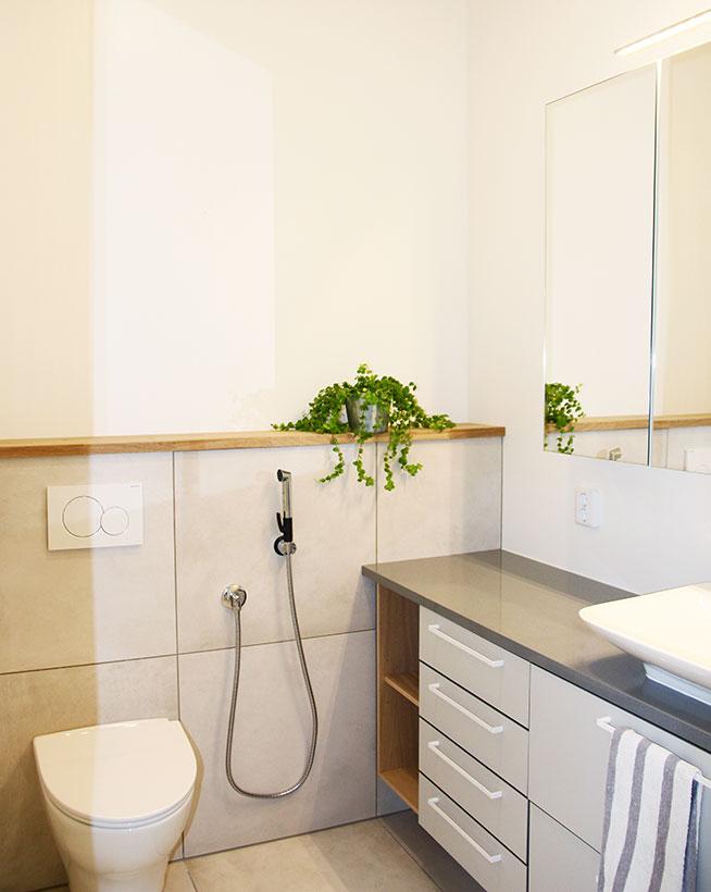 Tammiset yksityiskohdat kruunaavat wc:n sisustuksen
